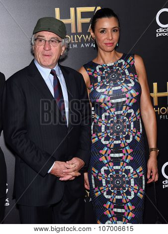 LOS ANGELES - NOV 1:  Robert De Niro & Drena De Niro arrives to the Hollywood Film Awards 2015 on November 1, 2015 in Hollywood, CA.