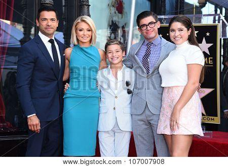 LOS ANGELES - OCT 12:  Kelly Ripa, Mark Consuelos, Michael Consuelos, Joaquin Consuelos arrives to the Walk of Fame honors Kelly Ripa on October 12, 2015 in Hollywood, CA.
