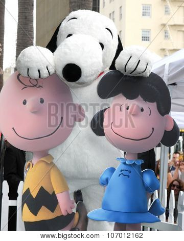 LOS ANGELES - NOV 2:  Charlie Brown, Snoopy, Lucy at the Snoopy Hollywood Walk of Fame Ceremony at the Hollywood Walk of Fame on November 2, 2015 in Los Angeles, CA