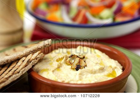 Houmous and Pitta Bread