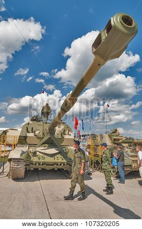 Self-propelled 152 mm howitzer 2S19 MSTA-S