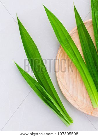 Thai Herbal Ingredient For Thai Dessert And Spas Aromatherapy Pandanus Leaf,sweet And Earthy Aroma .