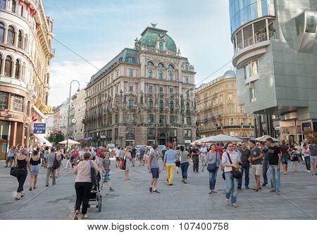 People Walking  In Vienna