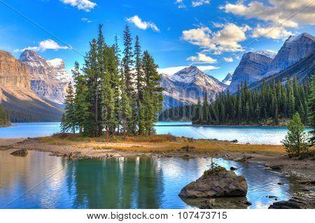 Maligne Lake in Jasper natioanal park, Alberta, Canada poster