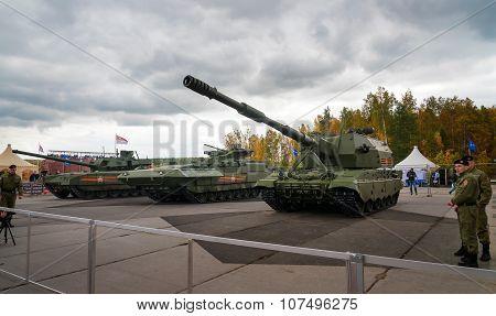 The Tanks T-14, T-15, 2S35 Koalitsiya-sv Armata