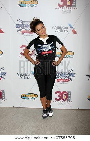 LOS ANGELES - NOV 7:  Eva Longoria at the Adrian Gonzalez's Bat 4 Hope Celebrity Softball Game PADRES Contra El Cancer at the Dodger Stadium on November 7, 2015 in Los Angeles, CA