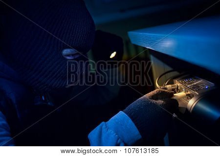 Thief inserting usb flash memory into computer and stealing data