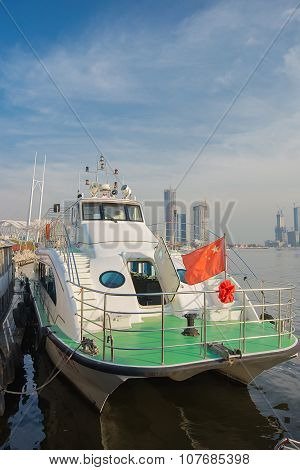 Ferryboats is at dock at Tianjin the bun garden.