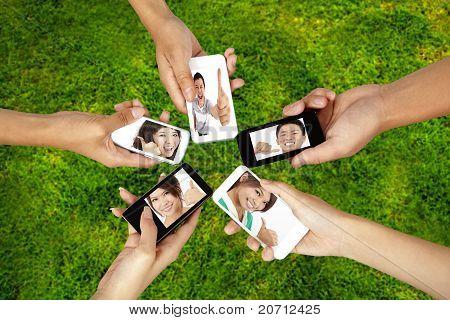 soziale Netzwerk auf das Smartphone-Konzept