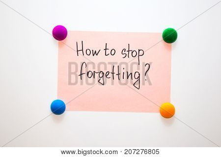 Fridge note with the question: How to stop forgetting?
