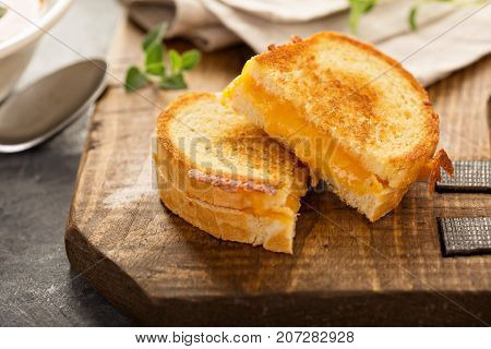 Grilled cheese sandwiches with white bread and cheddar cheese