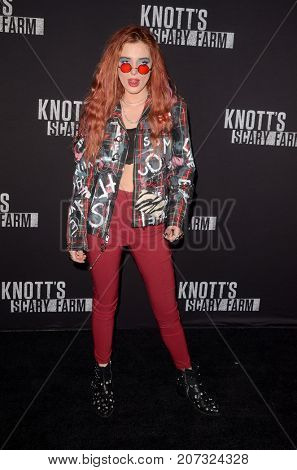 LOS ANGELES - SEP 29:  Bella Thorne at the Knott's Scary Farm and Instagram Celebrity Night at the Knott's Berry Farm on September 29, 2017 in Buena Parks, CA