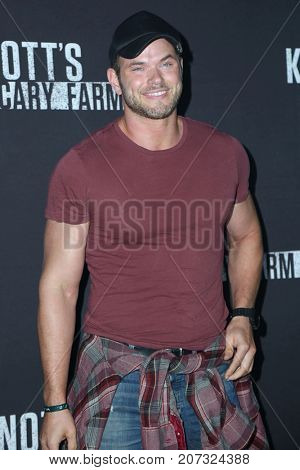 LOS ANGELES - SEP 29:  Kellan Lutz at the Knott's Scary Farm and Instagram Celebrity Night at the Knott's Berry Farm on September 29, 2017 in Buena Parks, CA