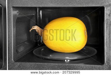 Ripe spaghetti squash in microwave
