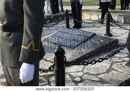 A soldier standing next to the Tomb of the Unknown Soldier. Memorial Day concept with words: ''Serbian army came in greece in 1916.''
