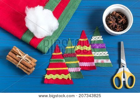 Making Christmas tree sachet with aromatic spices your own hands. Christmas present. Original art project. DIY concept. Step by step photo instructions. Step 3. Decoration with braid and ribbons