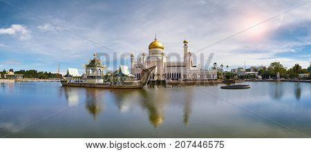 Bandar Seri BegawanBrunei Darussalam-MARCH 312017: Sultan Omar Ali Saifuddin Mosque on the pond