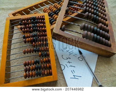 The old abacus with the help of which produced all mathematical calculations in the middle of the last century.