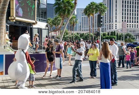 Tourists Taking Photo And Have A Fun On Las Vegas Main Boulevard