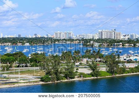 The Macarthur Causeway from Miami to South Beach