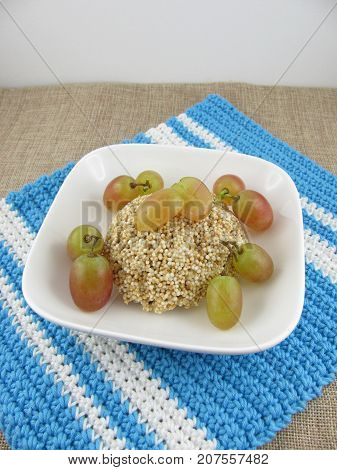 Tartlet from fresh puffed amaranth with grapes