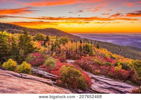 Grandfather Mountain, North Carolina, USA autumn dawn from Rough Ridge.