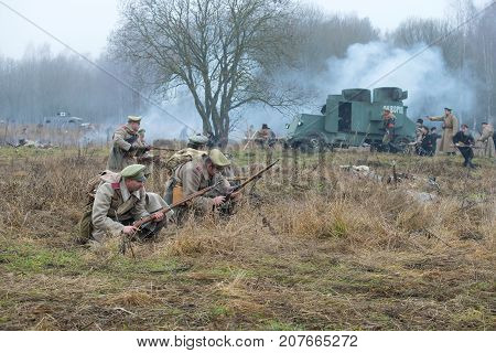 GATCHINA, RUSSIA - NOVEMBER 07, 2015: Soldiers of White Guard army of the general Yudenich in the battlefield. International military and historical festival