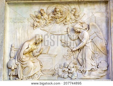 Annunciation Virgin Mary Statue Immaculate Conception Column Colonna dell Immocolata Rome Italy. 1854 Pope declares Virgin Mary without sin. Column created 1857 and December 8th Pope puts flower wreath on statue start of Christmas. Angel tells Mary she wi
