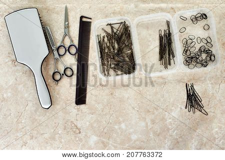 Hair styling set with hair brush, scissors and hairgrips
