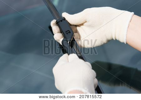 replacement of windscreen wipers specialist in rag gloves