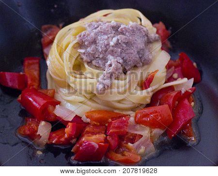 Tagliatelle with a minced meat and vegetables