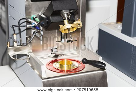 flash point tester for the determination of flashpoints of liquids and solids,