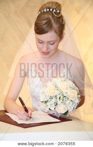 Bride Sets Signature