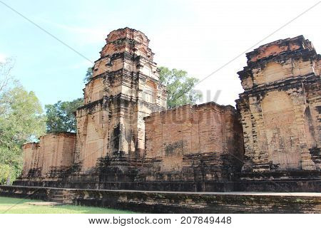 Ruins And Walls Of An Ancient City In Angkor Complex, Near The Ancient Capital Of Cambodia - Siem Re