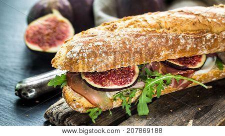 Baguette sandwich with figs, prosciutto and arugula