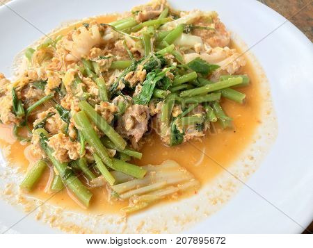 Suki Without Broths, Stir Fried Mixed Vegetable And Meat In Sukiyaki Sauce On White Plate On Wooden
