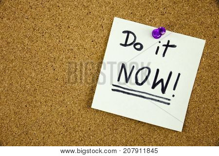 A reminder to do it now message, Bulletin board with a blue sticky note with text Do it Now. Businnes concept