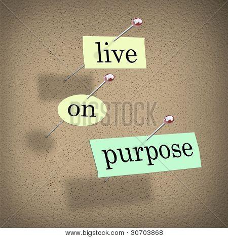 As palavras ao vivo, na finalidade cortar em pedaços de papel e fixado a uma placa de boletim para lembrá-lo