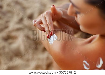 Beauty Woman Apply Sun Cream On Tanned  Back. Skin And Body Care. Sun Protection. Portrait Of Female