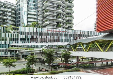 Singapore-13 Aug 2017: Ng Teng Fong General Hospital In Singapore Building Facade And Linkage