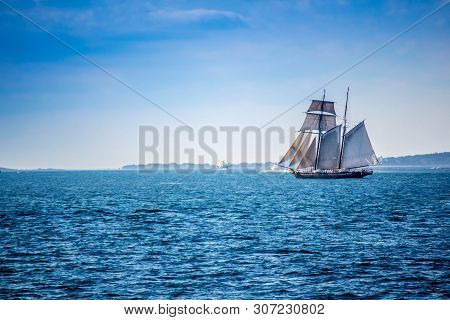 Cape Cod Marthas Vineyard, Ma, Usa - Sept 4, 2018: A Sailing Yacht Boat Cruising Along The Shore Of