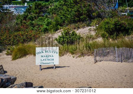 Cape Cod National Seashore, Ma, Usa - Sept 5, 2018: A Welcoming Signboard At The Entry Point Of Oak