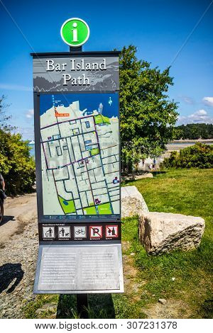 Bar Harbor, Me, Usa - August 19, 2018: The Bar Island Path Trialhead