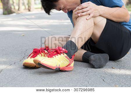 Knee Pain That Cause Pain Around The Kneecap, Running Injuries Of Runner Concept