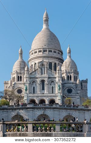 Paris, France - April 12, 2019 : The Basilica Of The Sacre Coeur In The Hill Of Montmartre On A Sunn