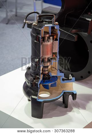 Cut-away View Section Parts Inside Submersible Pump