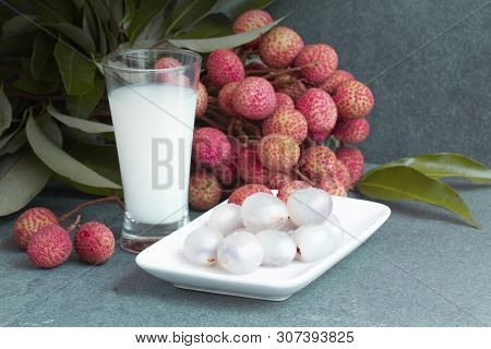 Fresh Juicy Lychee Fruit On A Glass Plate. Organic Leechee Sweet Fruit With Litchy Juice. Organic Ly