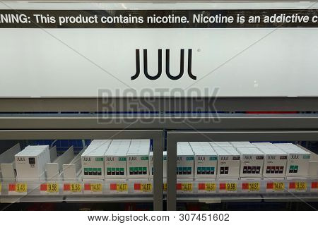 Orlando,fl/usa-6/20/19: Juul Brand Ecigarettes In A Case At A Retail Store.