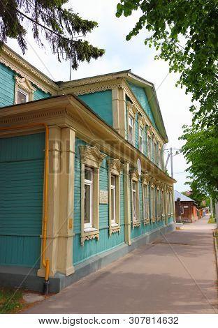 Zaraysk, Russia-may 12,2019: Residential Wooden Building, Where In 1921-1922 Was Located Zaraysk Fli