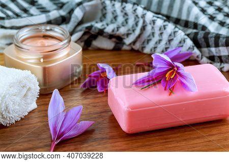 Saffron Soap With Saffron Stigma. Crocus Flowers. Saffron Soap And Cream. The Use Of Saffron In Cosm